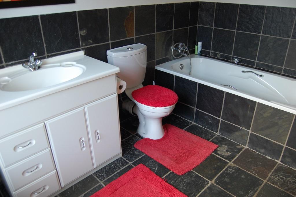cottage_bathroom